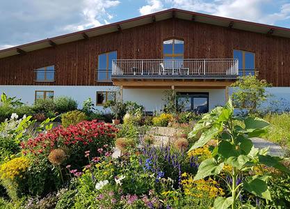 Prächtiger EM-Garten in Stephanskirchen lädt zur Besichtigung ein