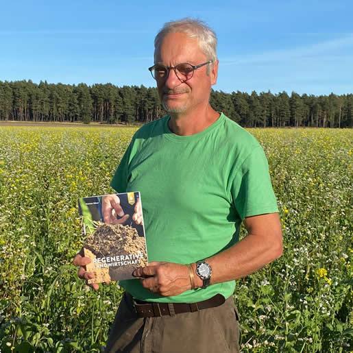 Buch-Regenerative-Landwirtschaft-mit-Autor-Dietmar-Näser-EM-Chiemgau