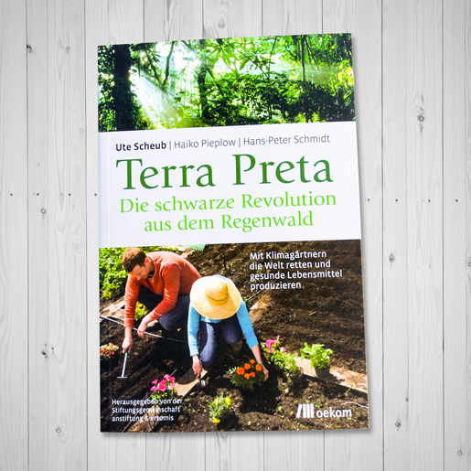 MockUp_Cover_Terra-Pretta-Schwarzes-Gold-aus-dem-Regenwald