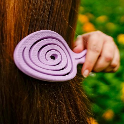Chiara Ambra Haarbürste mit Stroh in Pink kämmt Haare