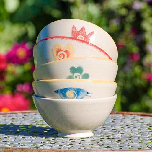 EM Keramik Steinzeug Bowl mit verschieden Motiven (Blume, Herz, Vogel, Kleeblatt und Cremefarben ohne Motiv)