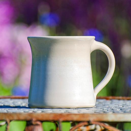 EM Keramik Steinzeug zur Trinkwasseraufbereitung in der Farbe Crema, Haferl