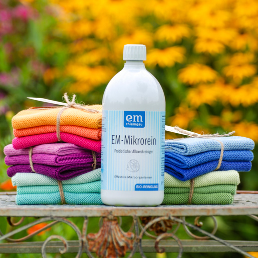 EM-Putzlaune Set mit 1 L EM-Mikrorein Probiotischer Allzweckreiniger und 3 Spültüchern in den Farbkombinationen Lila, Klares Blau, staubiges Grün. helles Petroleum und eine frohe Farbkombi